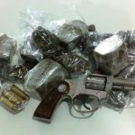 Polícia realiza prisões em Morada Nova por tráfico de drogas e posse ilegal de arma de fogo