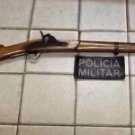 Polícia apreende arma de fogo após agricultor ser acusado de ameaçar atirar contra moradores na zona rural de Quixeramobim