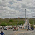 Casal sofre acidente de trânsito na rotatória da entrada da Fábrica de Calçados COCALQUI