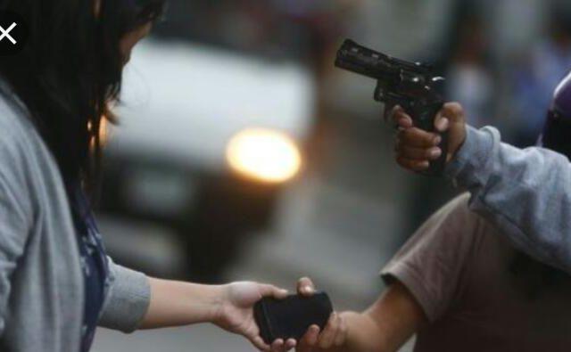 Dupla armada com revólver realiza roubo em Quixadá