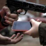 Jovem é abordado e tem aparelho celular roubado em Quixadá