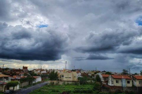 Centro-norte deverá concentrar principais chuvas do Ceará até o fim de semana. Assista os vídeos