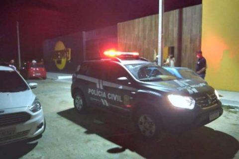 Polícia Civil autua seis pessoas por descumprimento de medidas sanitárias e encerra festa com gravação de DVD em Quixadá