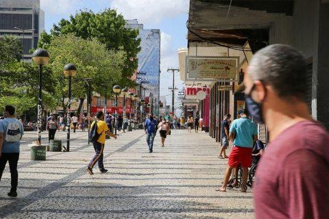 Novo decreto de Camilo Santana libera atividades econômicas e religiosas aos fins de semana
